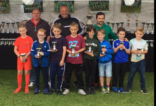 Beadles Toyota - Norman, Steve & Tony with Under 9's Squad